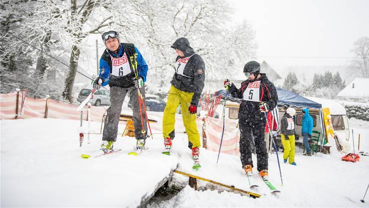 Ein paar Unentwegte liessen sich auch durch das Schneetreiben nicht vom Skispass vor der Haustür abhalten.