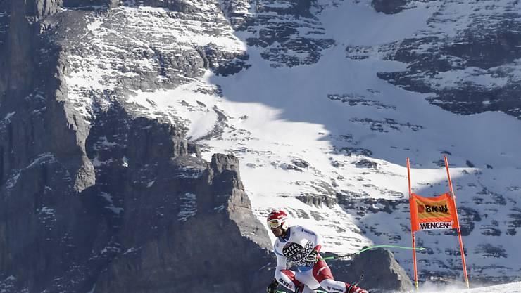 Der Bündner Carlo Janka fährt am Lauberhorn, im Hintergrund der Eiger