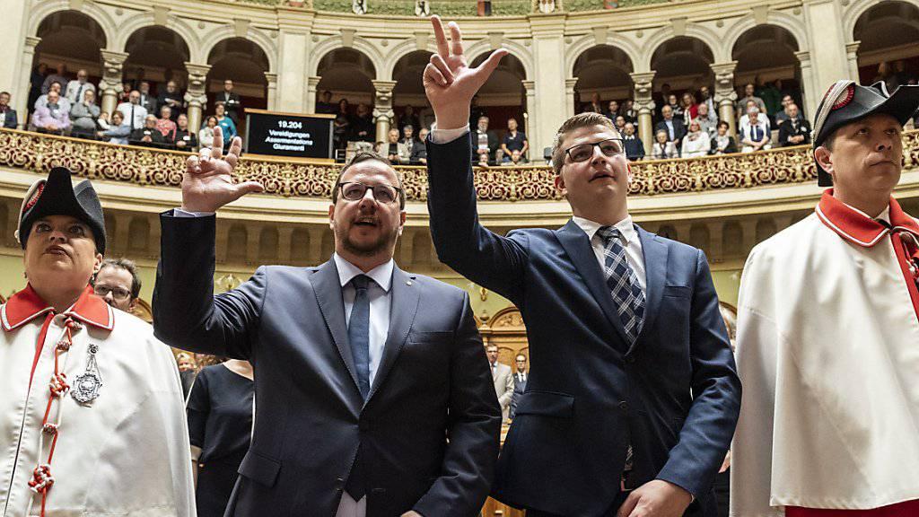Die nachgerutschten Nationalräte Mike Egger und Matthias Bregy werden im Nationalrat in Bern vereidigt.
