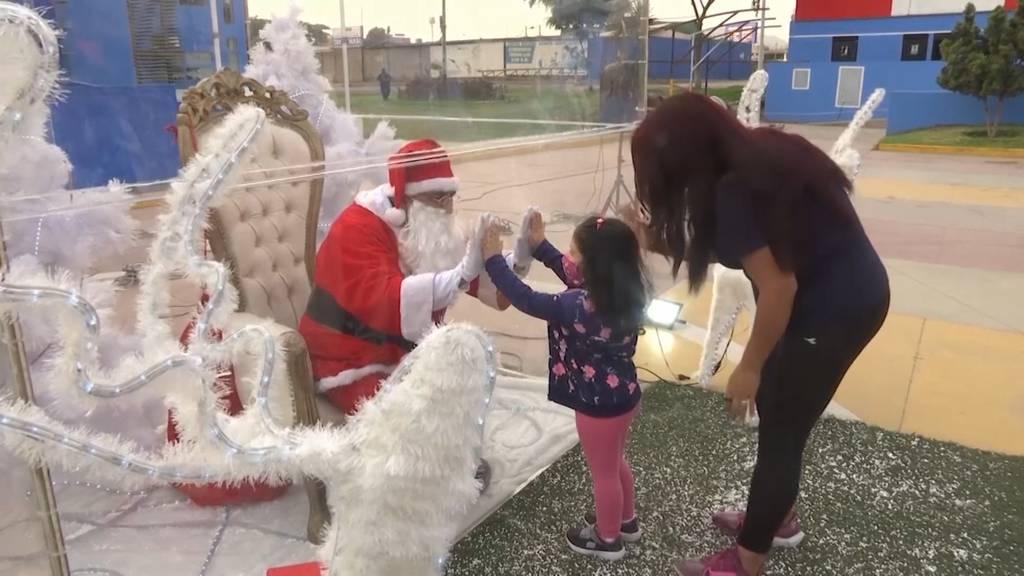 Peru: Kinder besuchen den Weihnachtsmann - trotz Coronapandemie