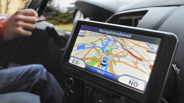 Navigationsgerät können die Aufmerksamkeit ablenken (Symbolbild)