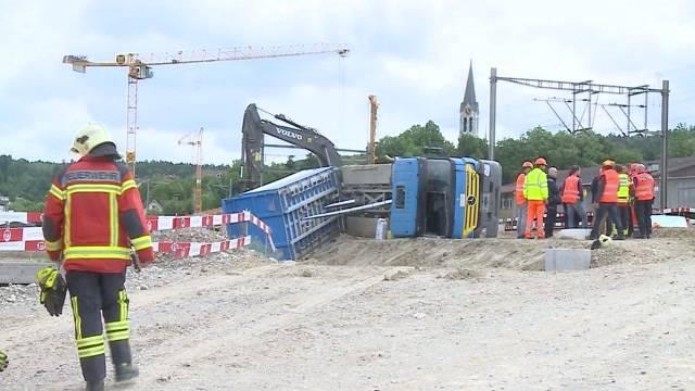LKW-Unfall fordert Schwerverletzten