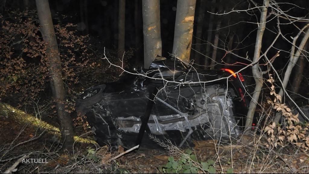 BMW in Baum geprallt: Zwei Tote bei Selbstunfall in Dornach (SO)