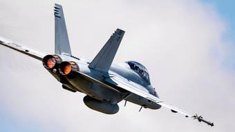 Eine F/A-18 Super Hornet des US-Herstellers Boeing fliegt durch den Schweizer Luftraum. Testflug vom 30.April 2019.