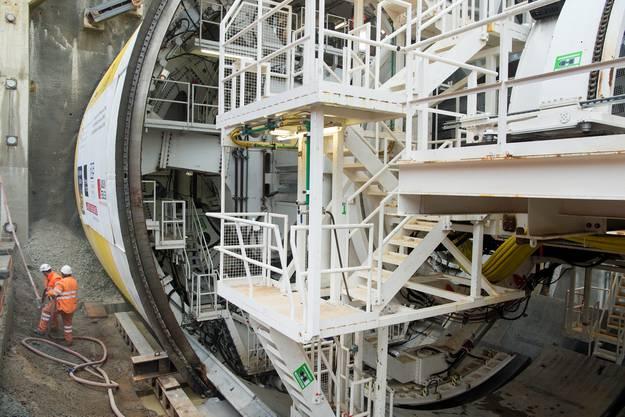 Die Tunnelbohrmaschine S-947 (TBM) fräst ihre ersten Runden