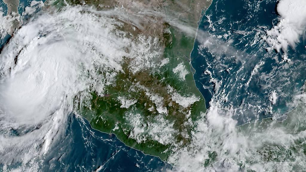 Hurrikan Olaf ist an der Pazifikküste Mexikos angekommen. Er nähert sich der Ferienregion Los Cabos an der Spitze der Halbinsel Baja California. Foto: Uncredited/NOAA/dpa