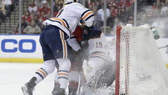 Colby Cave (links), hier in Aktion in einem NHL-Spiel gegen die Florida Panthers