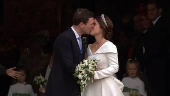 Am Freitagmittag hat Prinzessin Eugenie ihrem Verlobten das Ja-Wort gegeben. Mit dabei auch Prinz William und Kate.
