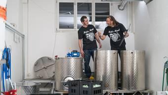 Die Brüder Andreas (l.) und Sebastian Niessner brauen Bier aus Leidenschaft.