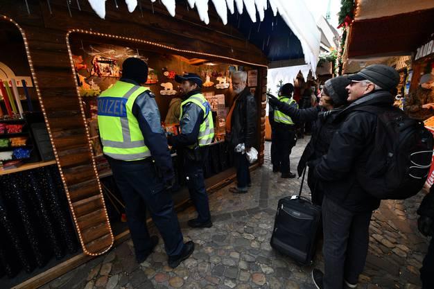 Am Weihnachtsmarkt war die Polizeipräsenz gross. In der Einkaufsmeile hingegen weniger.