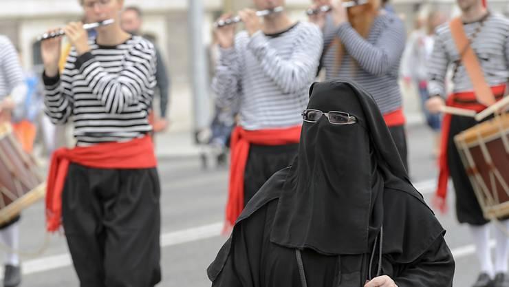 Verschleierte Frau in Genf: Solche Szenen will eine Mehrheit der Bevölkerung laut einer Umfrage nicht sehen auf Schweizer Strassen. (Symbolbild)
