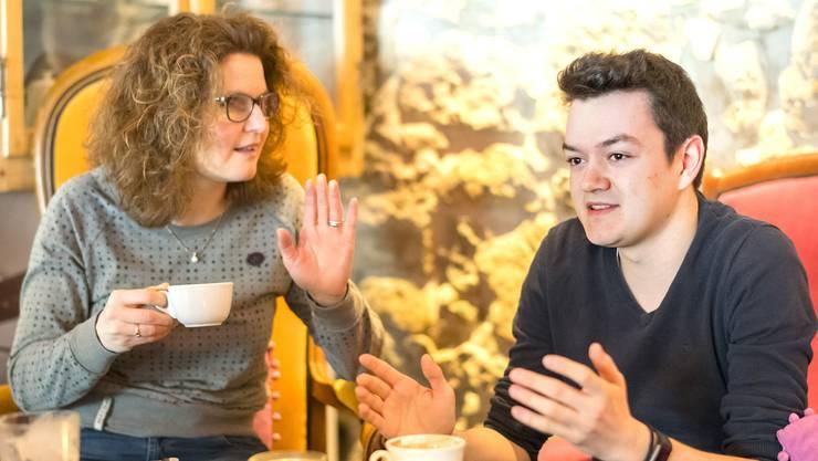 Debattieren leidenschaftlich: Brigitte Müller-Kaderli (41) und Nils Jocher (21) haben ganz unterschiedliche Vorstellungen von Familie.