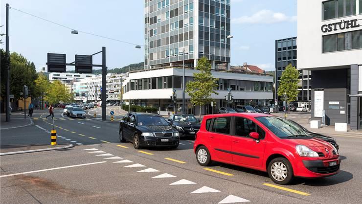 Die Gstühl-Kreuzung in Baden, wo der umstrittene Rotlichtblitzer fest installiert werden soll.