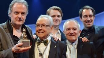 """Stefan Haupt mit """"Kreis""""-Darstellern und Teddy-Award (Archiv)"""
