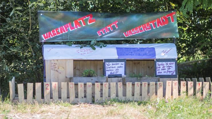 Eine «poetische Botschaft» ziert den ehemaligen «Wagabunten»-Platz.