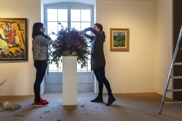 Ramona Tanner und Anna Heuer kreieren Barockgestecke