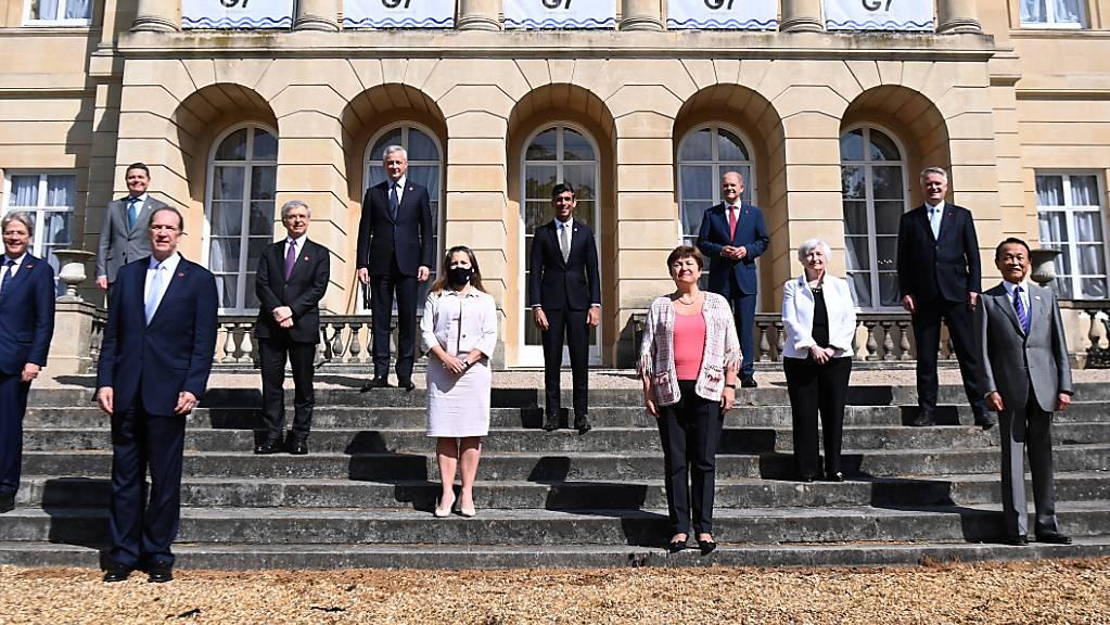 Schlechte Nachrichten für Steueroasen: Die G7-Finanzministerinnen und -minister nach der Einigung in London.