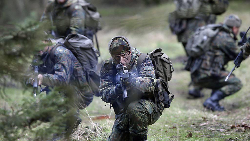 Soldaten beim Training auf dem Truppenübungsplatz Munster in Norddeutschland. (Archivbild)
