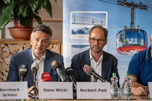 Traurige Gesichter bei den Titlisbahnen: Verwaltungsratspräsident Hans Wicki (links) und CEO Norbert Patt während der Medienkonferenz im Hotel Terrace in Engelberg.