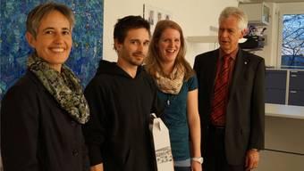 Der 28-jährige Jubilar Nicolas Kaufmann mit Stadträtin Bernadette Sutter (links), Einwohnerkontrolle-Leiterin Katrin Eberhard und Stadtammann Raymond Tellenbach.sl