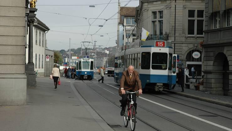Note 3,7: Velofahrer fühlen sich in  Zürich überhaupt nicht wohl – sie wünschen sich insbesondere mehr Radwege. mts
