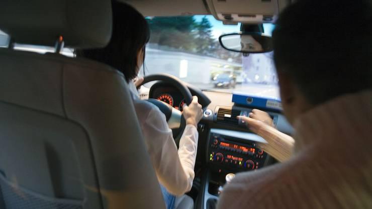Nicht alle, die als Fahrlehrer unterwegs sind, haben auch eine Ausbildung gemacht.