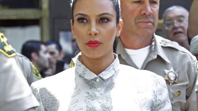 Kim Kardashian am Freitag beim Verlassen des Gerichts, nachdem eine Vergleichsverhandlung über ihre Scheidung gescheitert war (Archiv)
