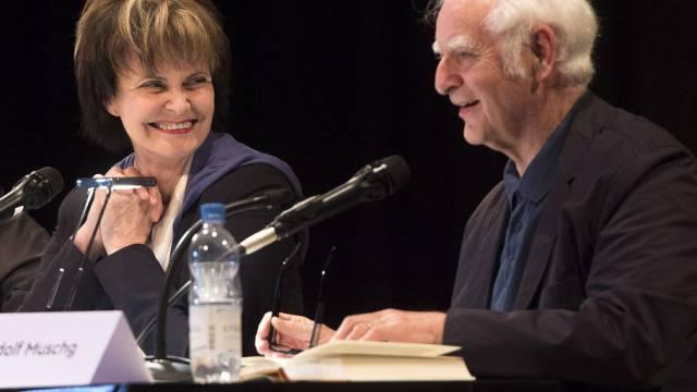 Micheline Calmy-Rey und Adolf Muschg diskutieren in Solothurn