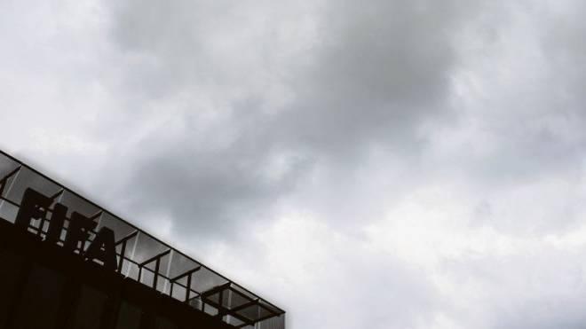 Dunkle Wolken über dem Fifa-Hauptsitz in Zürich. Foto: ENNIO LEANZA/Keystone