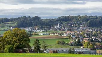 Blick auf die Gemeinde Schneisingen, die viel Wert auf Nachhaltigkeit legt, aber nicht mehr für eine entsprechendes Zertifikat bezahlen möchte.
