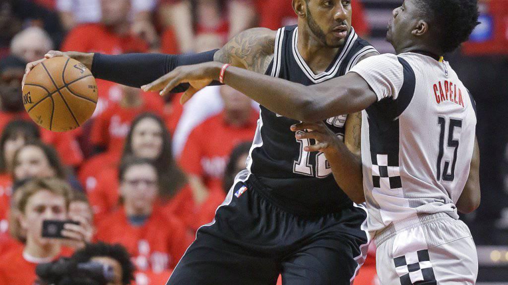 Clint Capela (rechts) scheitert in der NBA mit den Houston Rockets in den Playoff-Viertelfinals