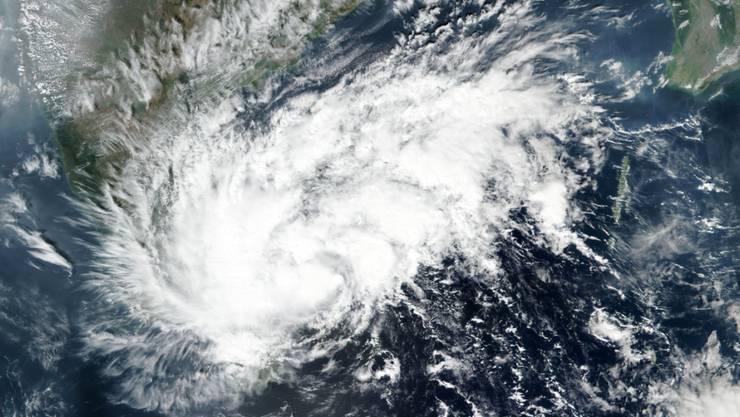 HANDOUT - Satellitenbild von Wirbelsturm «Nivar». Der Sturm trifft in Kürze an der südöstlichen Küste Indiens auf Land. Foto: Uncredited/NASA/AP/dpa - ACHTUNG: Nur zur redaktionellen Verwendung und nur mit vollständiger Nennung des vorstehenden Credits