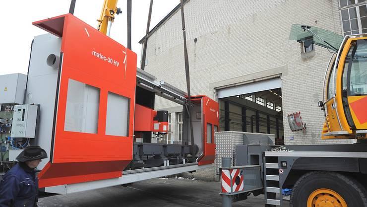 Erst vor zwei Jahren sind moderne CNC-Maschinen für die Alu Menziken angeliefert worden. Marcel Fricker