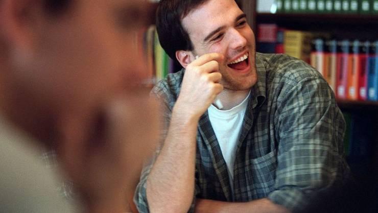 Wer eine tertiäre Ausbildung beginnt, hat gut lachen. Fachhochschulabschlüsse, Eidgenössische Fachausweise und Eidgenössische Diplome steigern die Chancen auf eine Führungsposition signifikant. (Symbolbild)