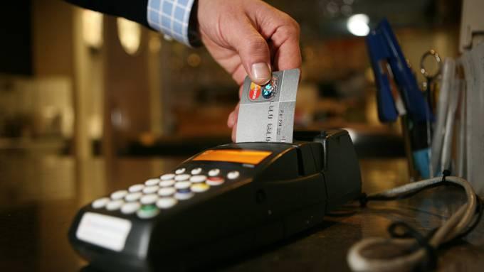 Offenbar gibt es momentan erhebliche Probleme mit Kartenzahlungen. (NeueLZ/Manuela Jans)
