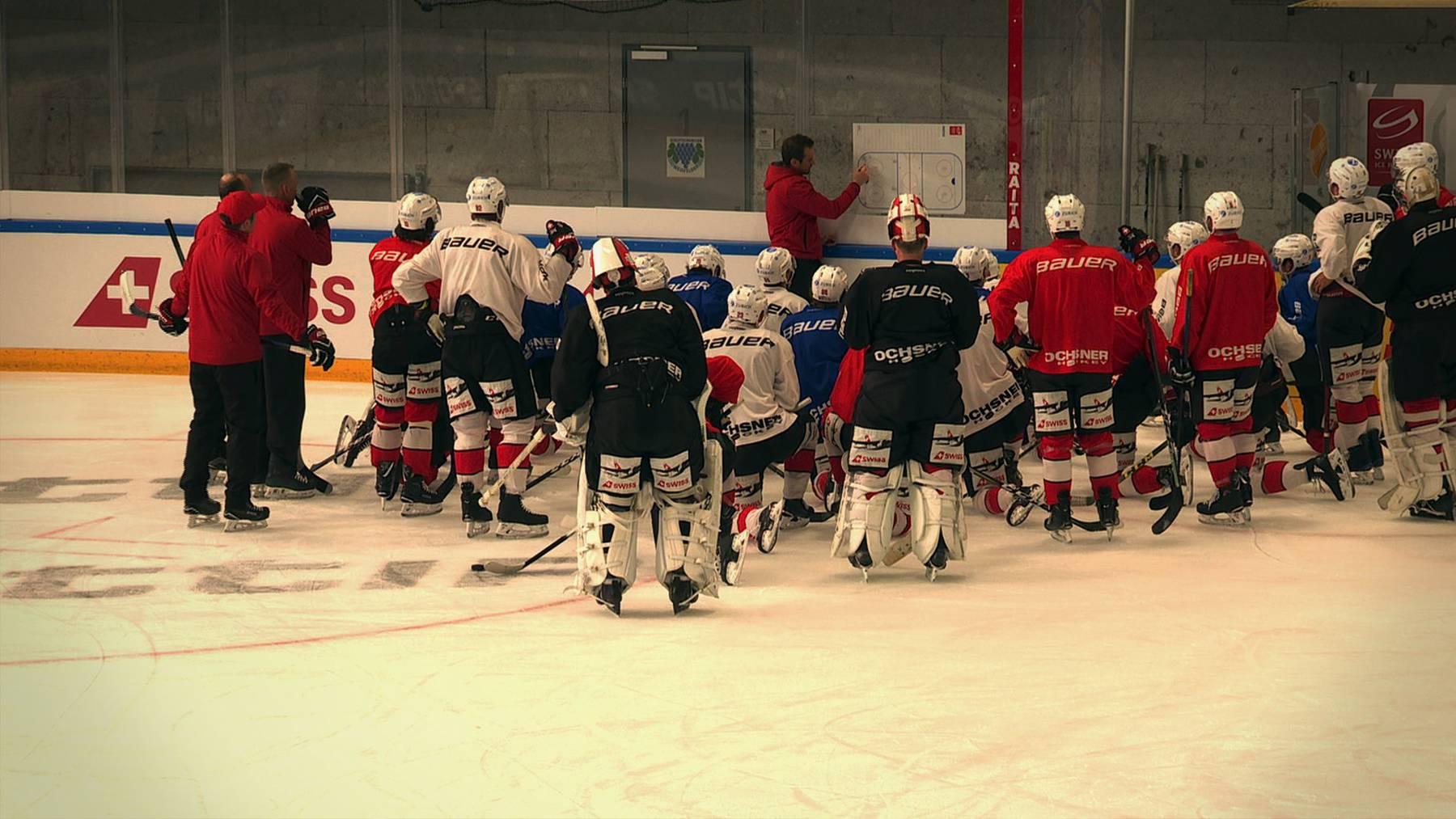 Die Schweizer Eishockey-Nati trainiert fleissig in der Eishalle in Weinfelden.