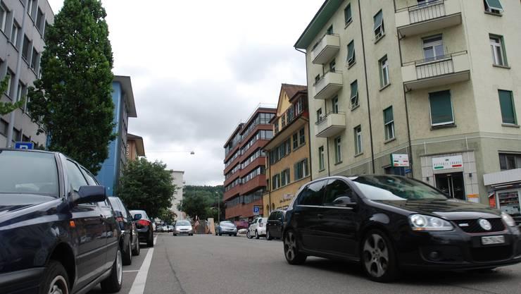 Der Blick vom Bahnhof in die künftige Sackgasse: Die Bahnhofstrasse soll gesperrt werden. Jürg Krebs