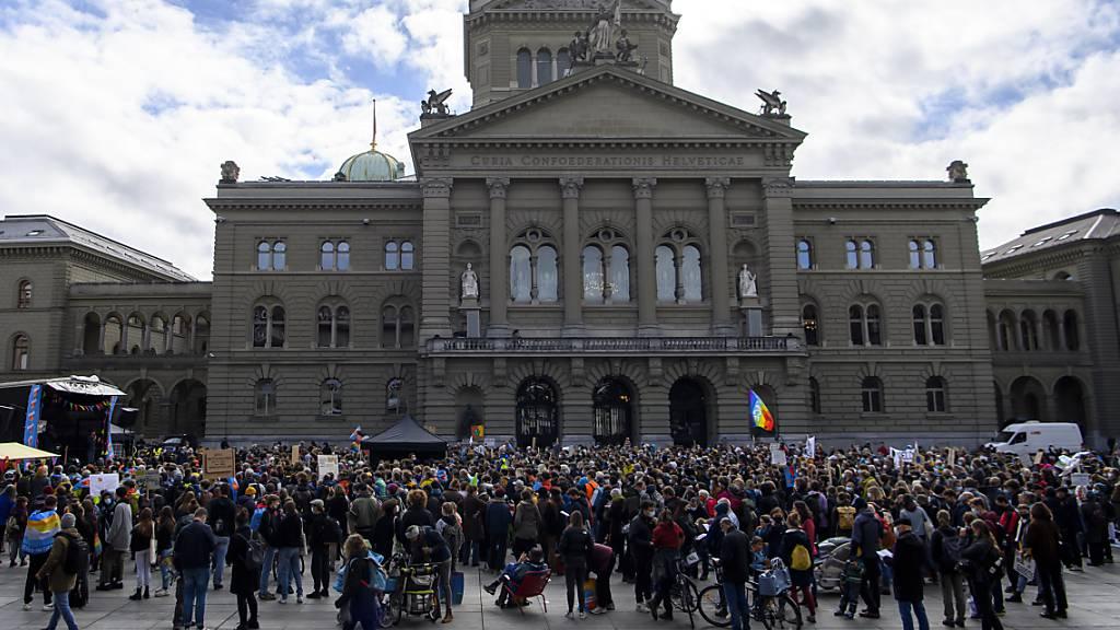 Mehrere tausend Klimastreikende auf dem Bundesplatz