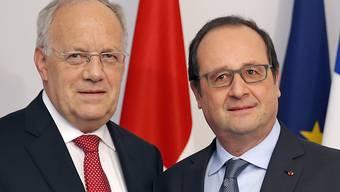 Schulter an Schulter auf dem Weg zu einer Lösungssuche zwischen Bern und Brüssel: Bundespräsident Johann Schneider-Ammann (links) kann auf den französischen Präsidenten François Hollande zählen.