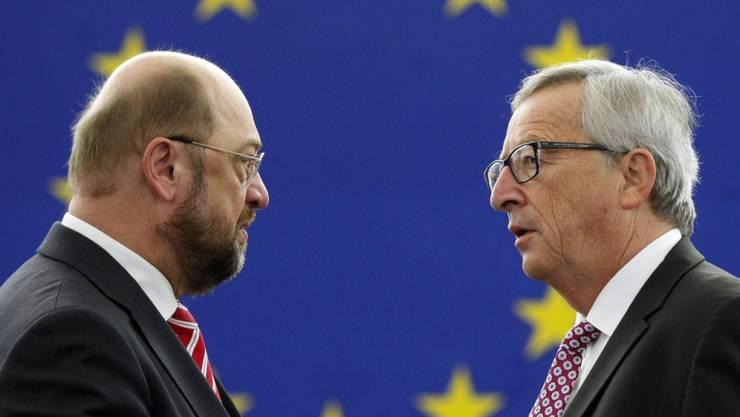 EU-Parlamentspräsident Martin Schulz und EU-Kommissionspräsident Jean-Claude Juncker würdigen das Schengen-Abkommen als Meilenstein zu einem friedlichen Europa (Archiv)