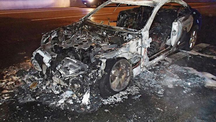 Eine der Kugeln, die ein Kosovare abfeuerte, löste einen Kurzschluss beim Mercedes seines Cousins aus. Das Auto brannte aus.