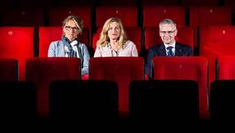 """Susanne Hochuli, Sabine Gisiger und Andreas Glarner - porträtiert anlässlich der Premiere """"Willkommen in der Schweiz"""" im Kino Ideal, Aarau."""