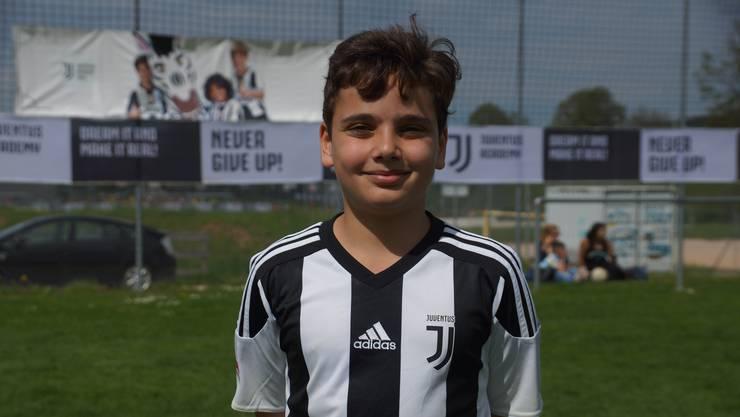 Valentino, 11, Schinznach-Dorf «Es hat viele nette Spieler hier und die verschiedenen Spielformen finde ich super. Ich lerne sehr viel von den Trainern. Mein Vorbild ist Ronaldo.»