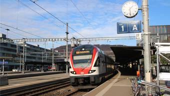 Der «Flugzug» verlässt den Bahnhof Baden Richtung Flughafen – ab Dezember wird er bis dorthin acht Minuten länger brauchen.