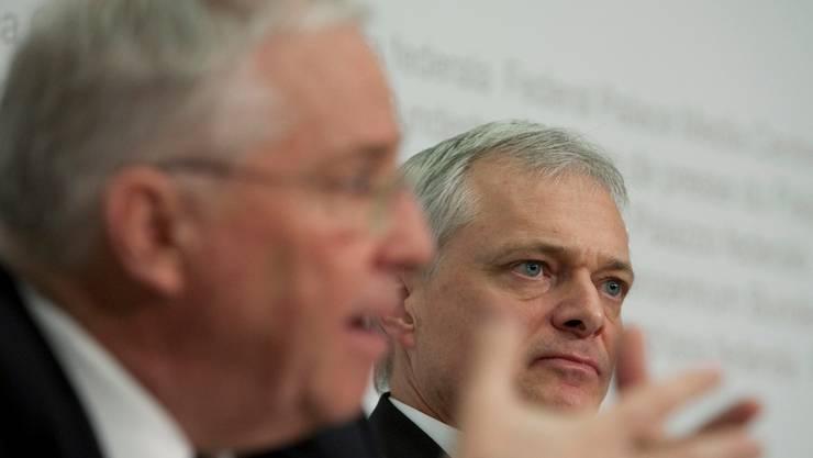 Machen gemeinsame Sache: Christoph Blocher hat Thomas Minder (rechts) auf den Kurs der SVP gebracht. (EQ Images)