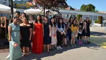 Die Absolventinnen und Absolventen bei der Abschlussfeier in Hägendorf.