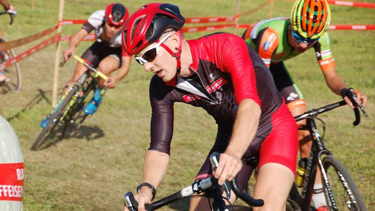 Der Aargauer Severin Sägesser legt sich am 5. internationalen Radcross in Illnau mächtig ins Zeug und überzeugt mit dem neunten Schlussrang.