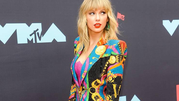 """Taylor Swift wurde bei den MTV Video Awards für das beste Musik-Video des Jahres mit ihrem Song """"You need to calm down"""" ausgezeichnet. (Foto: Di Johnson/EPA)"""