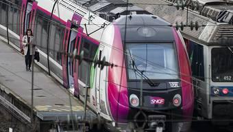 Während die Nationalversammlung die Bahnreform guthiess geht der Streik des SNCF-Personals gegen das Regierungsvorhaben am Mittwoch weiter. (Archiv)