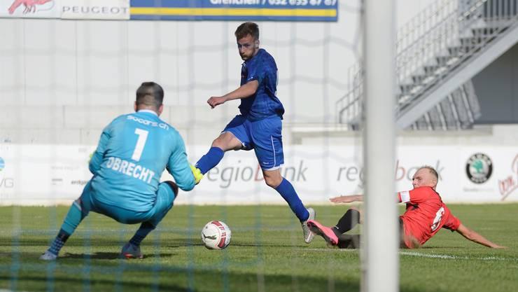 Der Torhüter des FC Iliria wird im Spiel gegen FC Grenchen 15 geprüft. (Archiv)